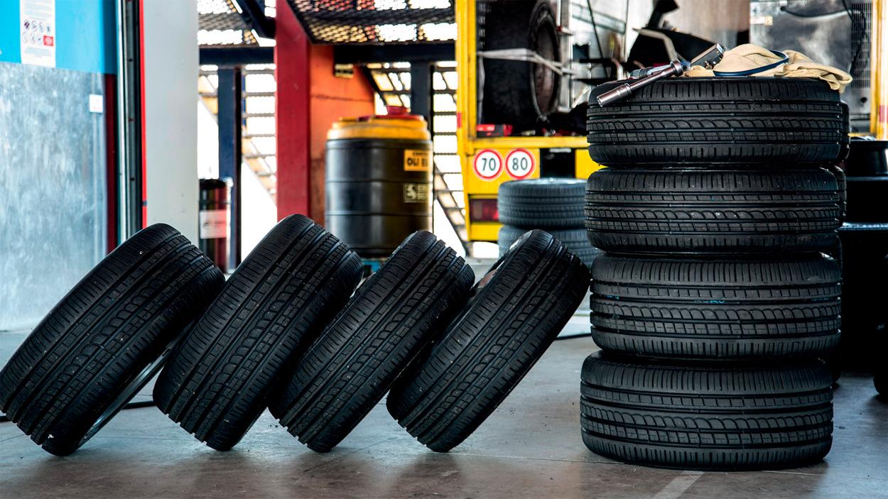 Perfiles antiguos, construcción moderna: el aspecto añejo de las nuevas mezclas de Pirelli esconde unas excelentes características de conducción.